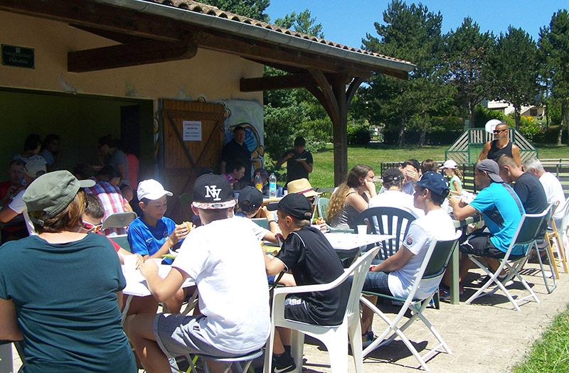 2017-06Tennis_Club_Creches_Chaintre_Barbecue3.jpg