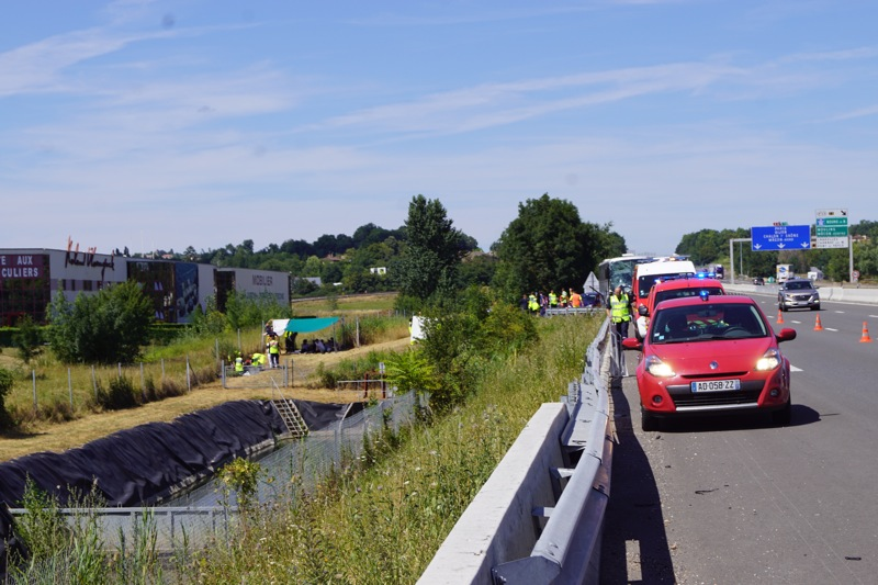 ACCIDENT BUS A6 MACON02.jpg