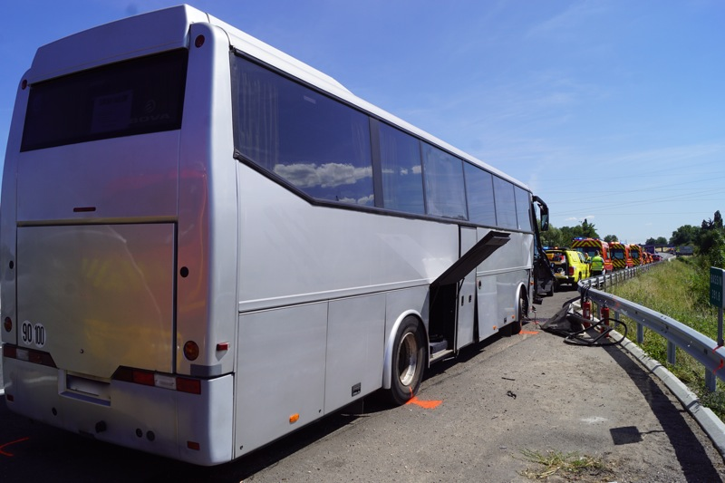 ACCIDENT BUS A6 MACON05.jpg
