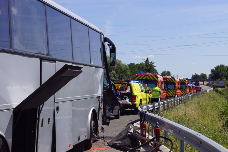 ACCIDENT BUS A6 MACON06.jpg