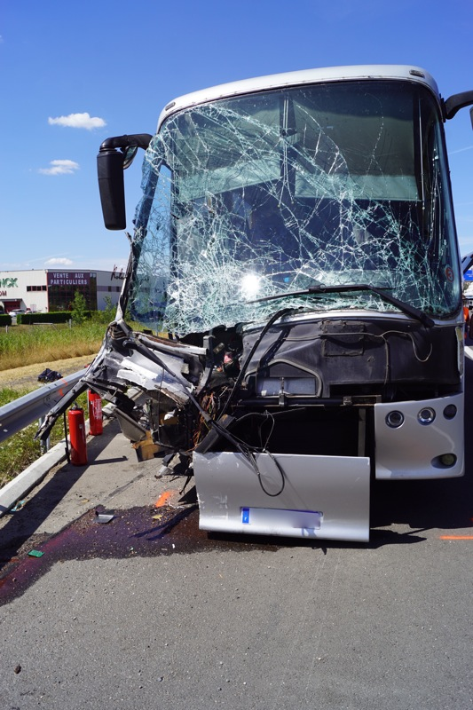ACCIDENT BUS A6 MACON07.jpg