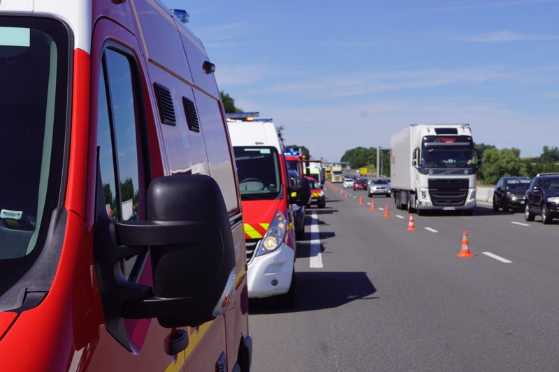 ACCIDENT BUS A6 MACON08.jpg