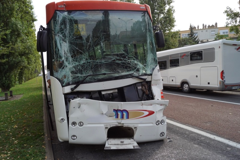 ACCIDENT BUS MACON 8SEPT - 1.jpg