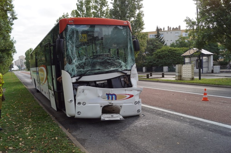 ACCIDENT BUS MACON 8SEPT - 2.jpg