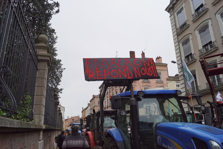 AGRICULTEURS COLERE MACON 22OCT 01.jpg
