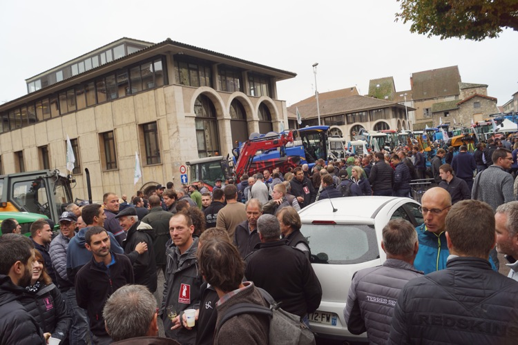 AGRICULTEURS COLERE MACON 22OCT 02.jpg