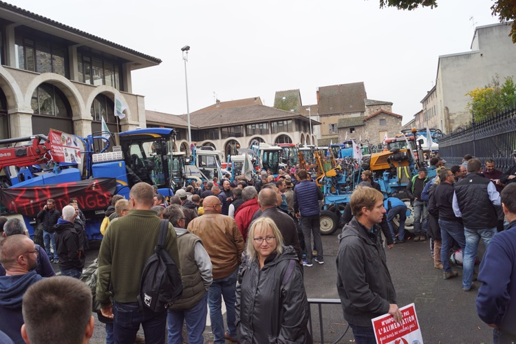 AGRICULTEURS COLERE MACON 22OCT 03.jpg