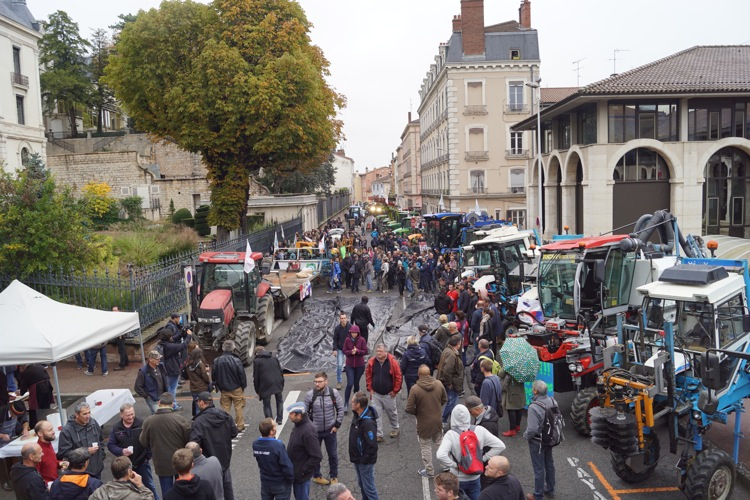AGRICULTEURS COLERE MACON 22OCT 05.jpg