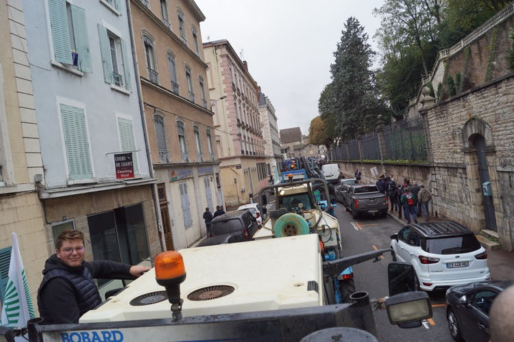 AGRICULTEURS COLERE MACON 22OCT 14.jpg
