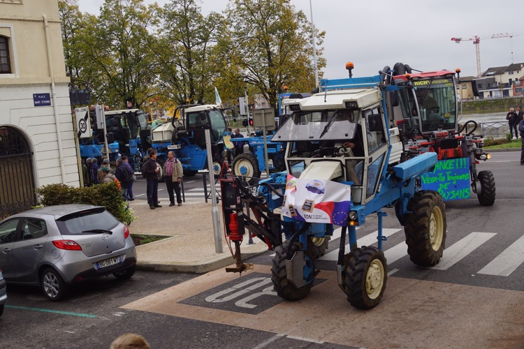 AGRICULTEURS COLERE MACON 22OCT 18.jpg
