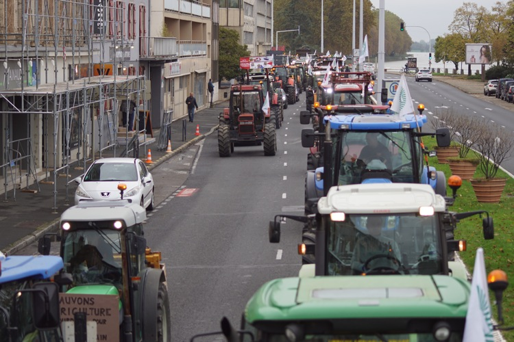 AGRICULTEURS COLERE MACON 22OCT 28.jpg