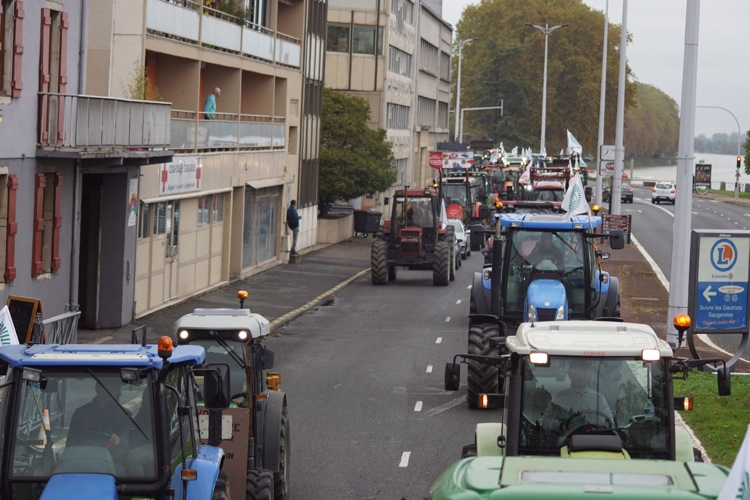 AGRICULTEURS COLERE MACON 22OCT 30.jpg