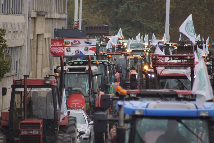 AGRICULTEURS COLERE MACON 22OCT 31.jpg
