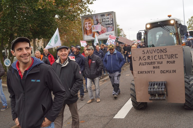 AGRICULTEURS COLERE MACON 22OCT 47.jpg