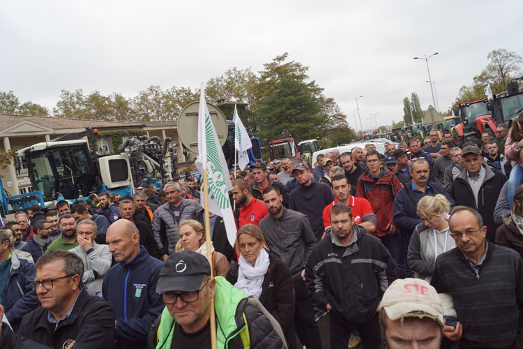 AGRICULTEURS COLERE MACON 22OCT 52.jpg