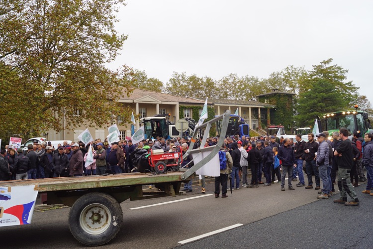 AGRICULTEURS COLERE MACON 22OCT 61.jpg