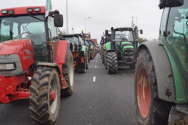 AGRICULTEURS COLERE MACON 22OCT 62.jpg