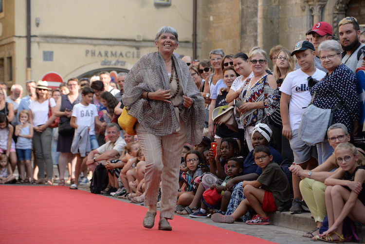 CLUNY defile commercants 2019 1.JPG
