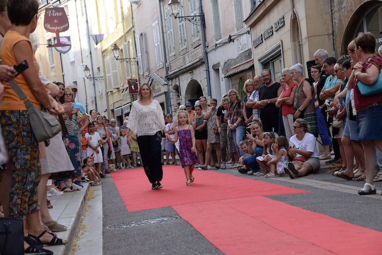CLUNY defile commercants 2019 12.JPG