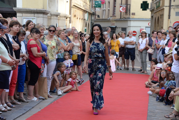 CLUNY defile commercants 2019 15.JPG