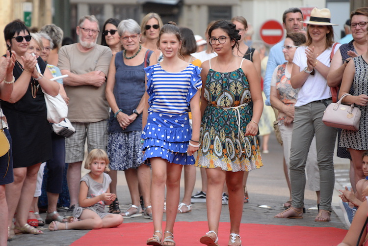 CLUNY defile commercants 2019 16.JPG