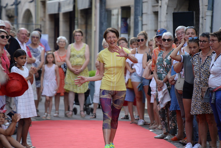 CLUNY defile commercants 2019 23.JPG