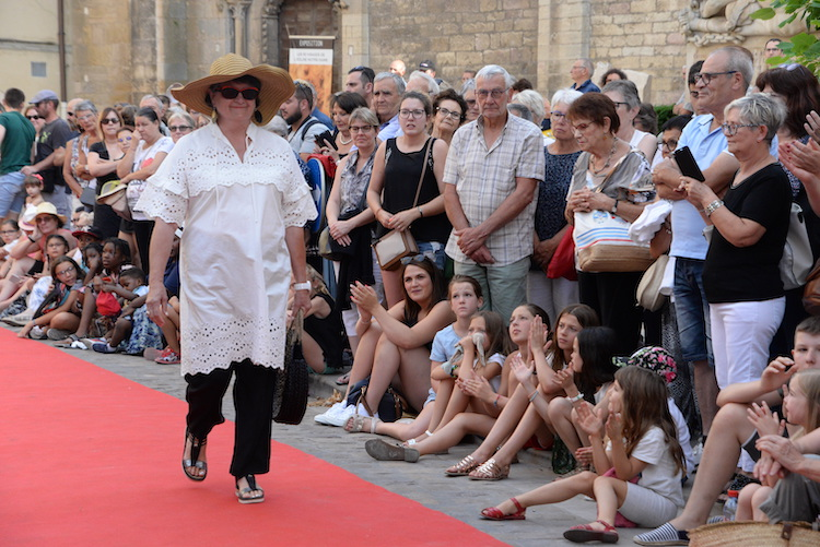 CLUNY defile commercants 2019 3.JPG