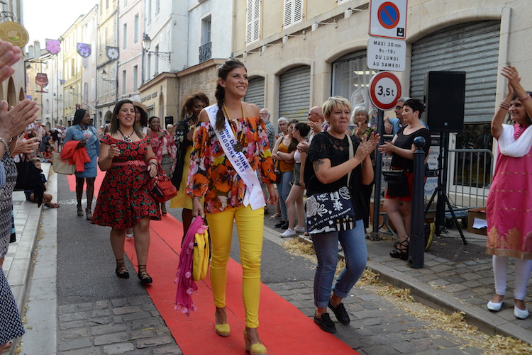 CLUNY defile commercants 2019 33.JPG