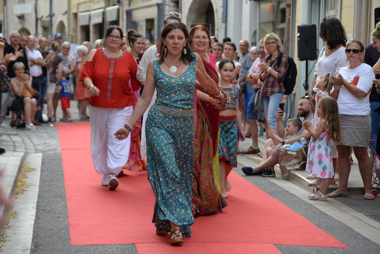 CLUNY defile commercants 2019 37.JPG