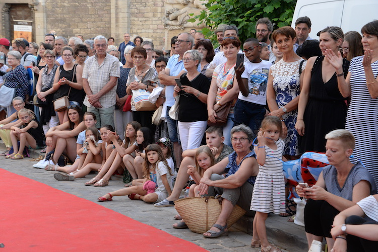 CLUNY defile commercants 2019 4.JPG
