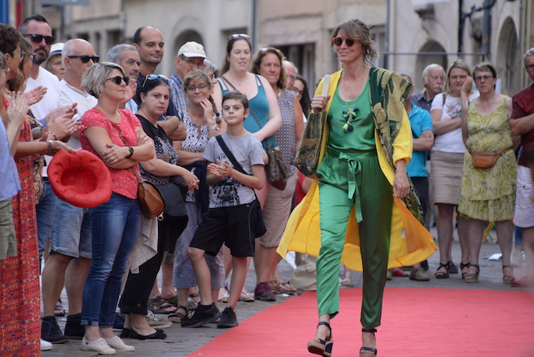 CLUNY defile commercants 2019 5.JPG