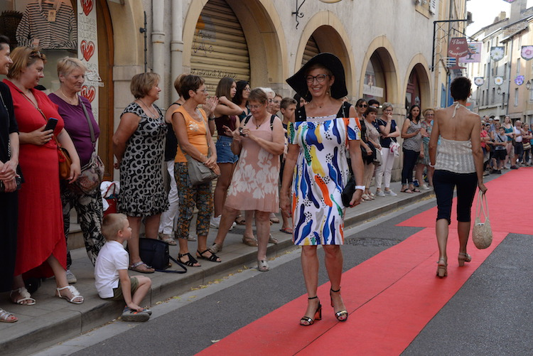 CLUNY defile commercants 2019 6.JPG