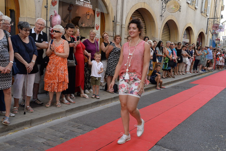 CLUNY defile commercants 2019 9.JPG