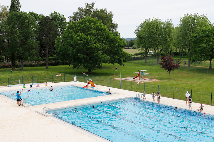 CLUNY ouverture piscine 5.jpg