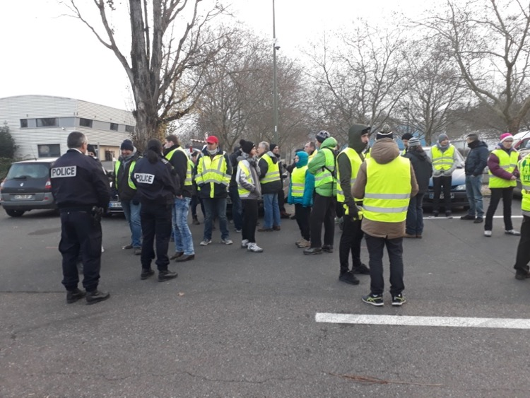 GILETS JAUNES MACON 15DEC.jpg