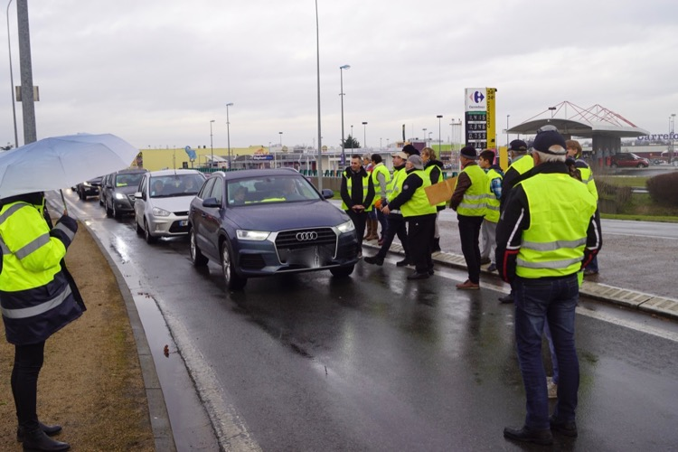 GILETS JAUNES MACON 23DEC - 2.jpg