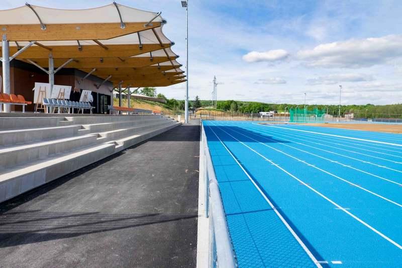 Mâcon Infos - Le Web Journal du Mâconnais - MÂCON : La ministre Laura  Flessel a visité le nouveau complexe sportif de la Grisière