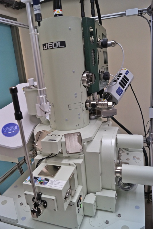 MICROSCOPE_ELECTRONIQUE_ENSAM_CLUNY6.jpg