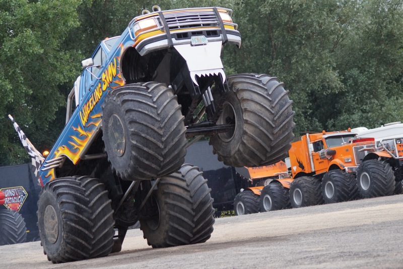 MONSTERTRUCKSMACON92.jpg