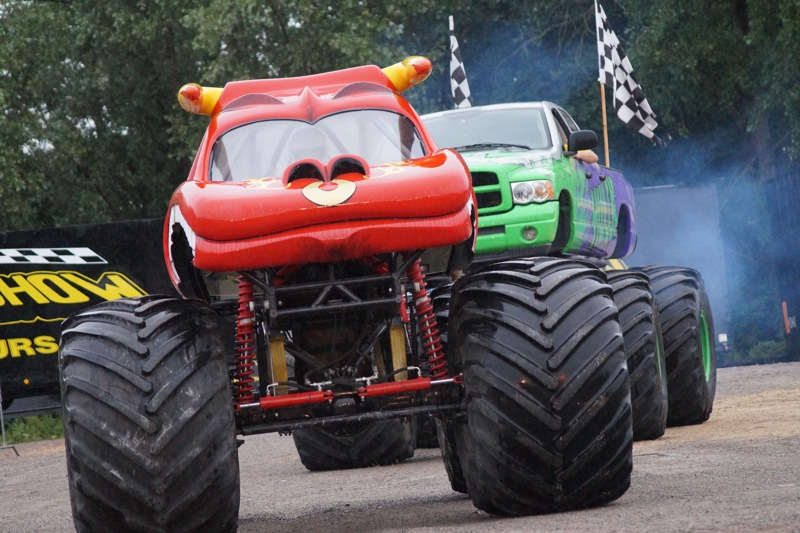 MONSTERTRUCKSMACON996.jpg