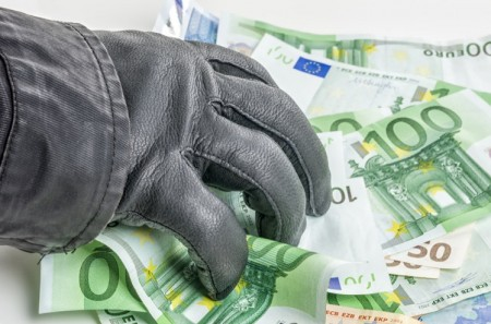 VOL VIOLENCE CRECHES - 1.jpg